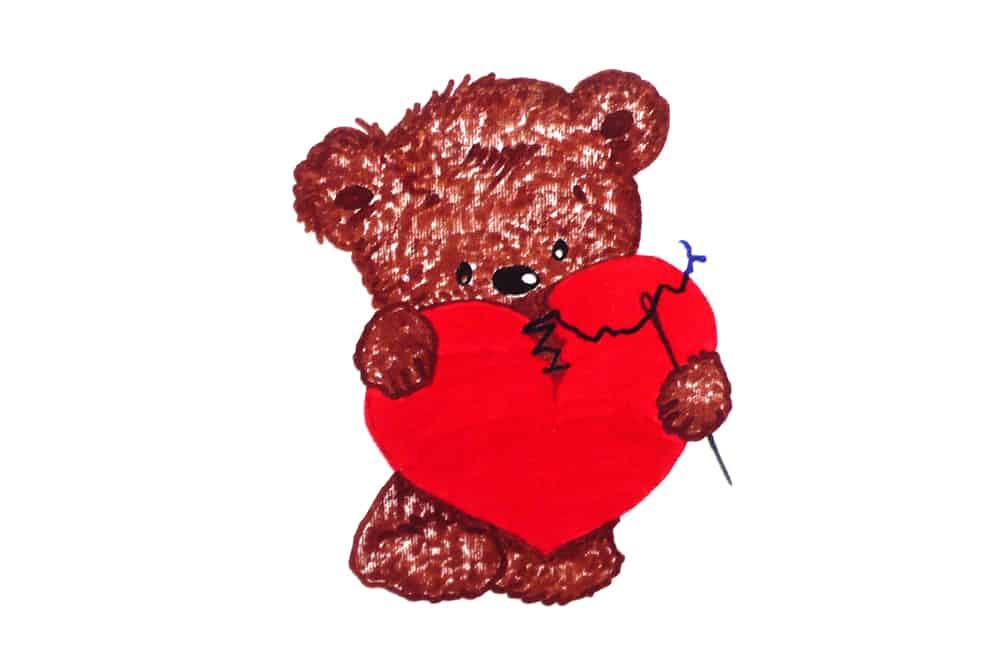 ein gezeichnetes Baerchen mit einem geflicktem Herz und Nadel mit Faden