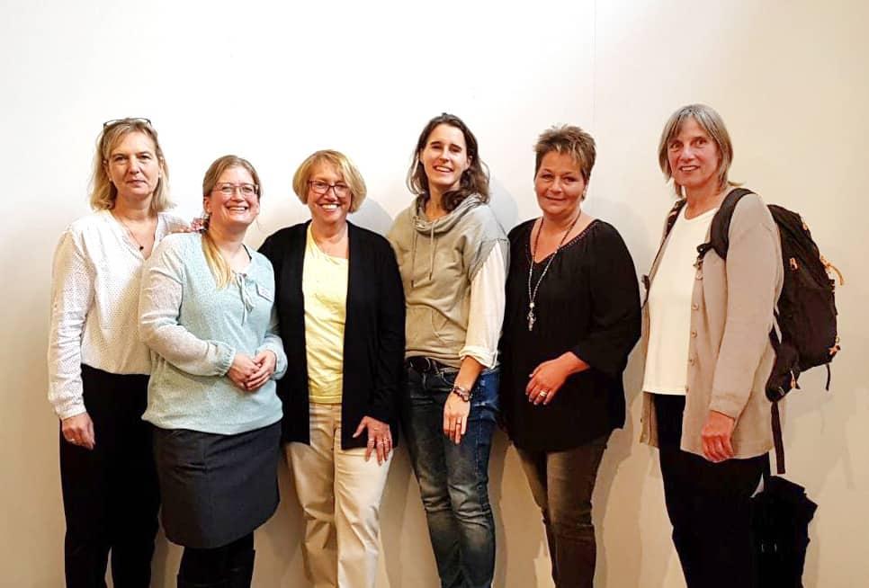 von links nach rechts: Katrin S. (Leiterin sozialmedizinische Nachsorge), Britta P. (Leitung Geschäftsstelle), Inge H (HKH), Anke K. (HKH), Ilka K. (selbst Kinderlotsin auf der Kinder-Herz-Intensiv) und Anne v.H. (HKH)